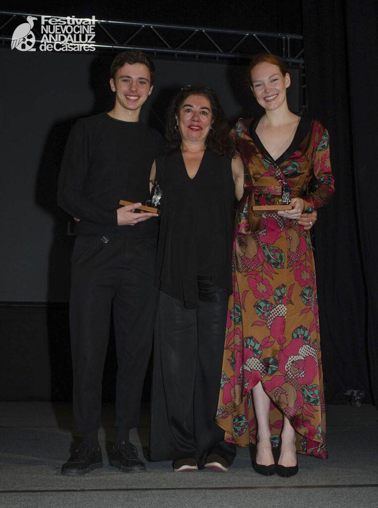 Chus Gutiérrez entrega el premio Mejor Película a los protagonistas de Ánimas