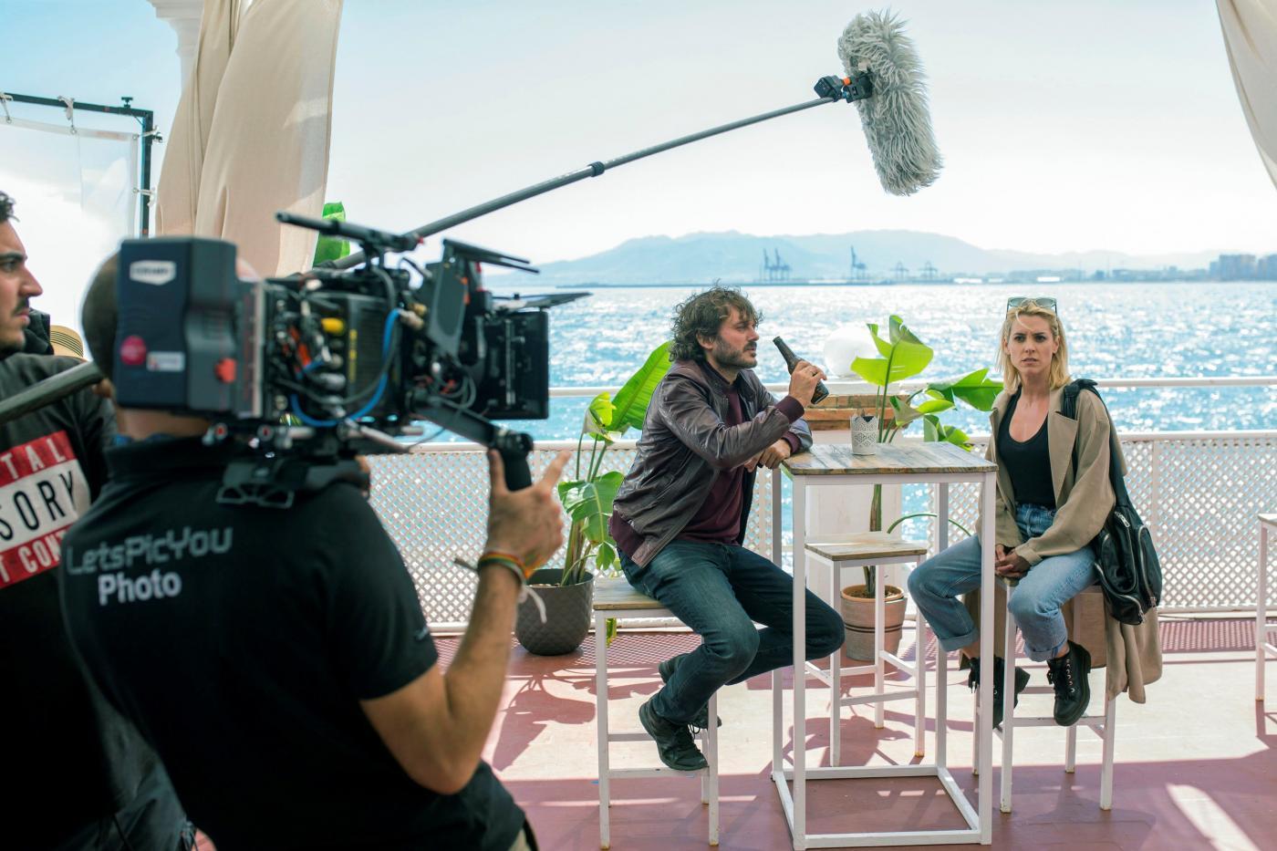 Salva Reina y Maggie Civantos durante el rodaje de Malaka